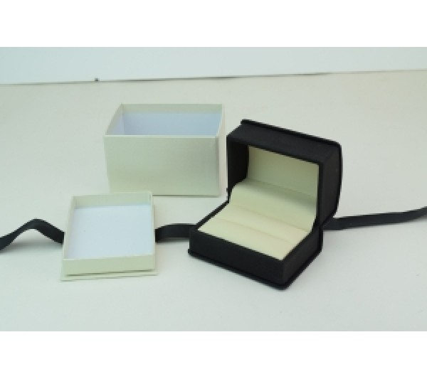 Wilson Collection Leatherette Double Ring Box